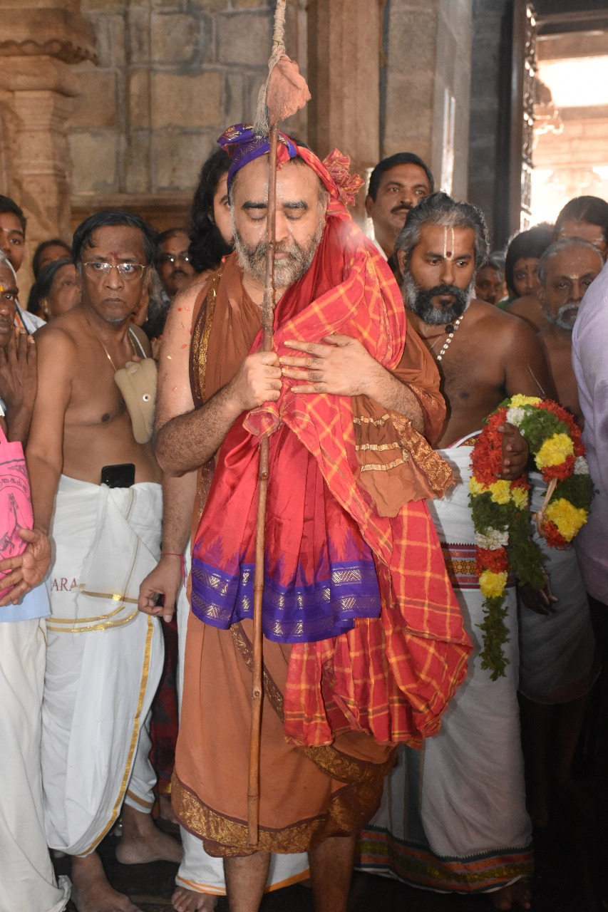 Shankaracharya-worships-Srirangam-Ranganathaswamy-Temple