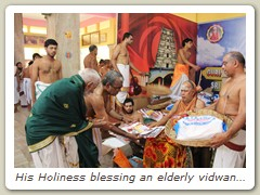 His Holiness blessing an elderly vidwan with Sambhavana